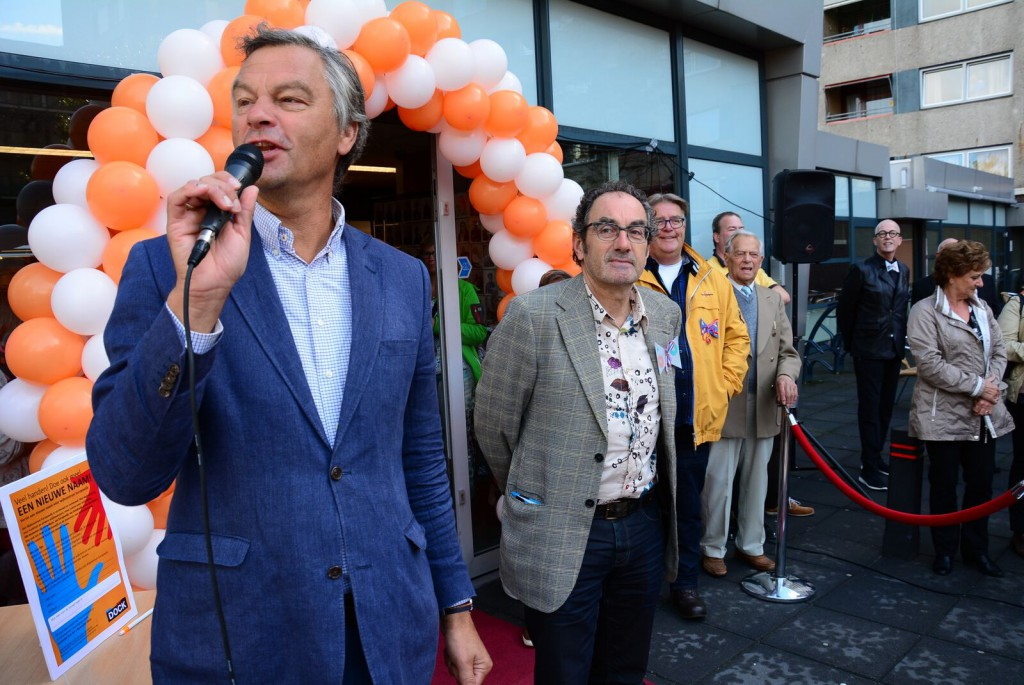 Burgemeester Bernt Schneider opent wijkcentrum Europawijk.